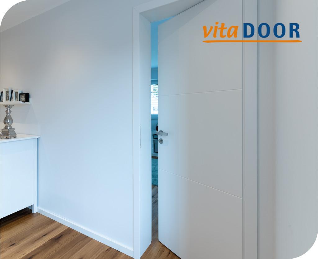 vitaDoor moderne weisse Tür im Flur
